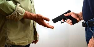 norme-sicurezza-puntare-arma